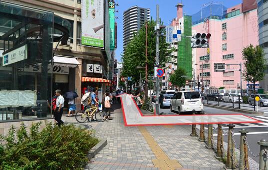 劇場通り(地下鉄C6出口前)