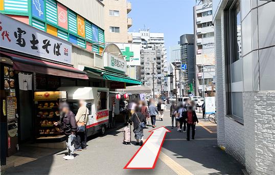 京急日ノ出町駅前