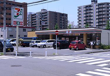 セブンイレブン 新横浜1丁目店前