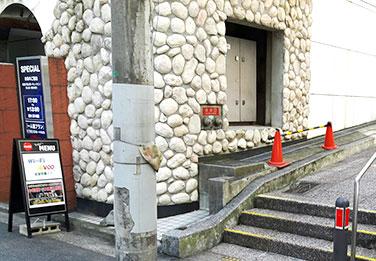 ホテル「プラージュ」横の階段
