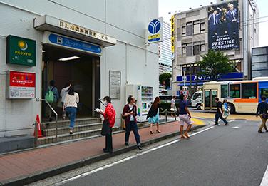 横浜市営地下鉄9番出口前